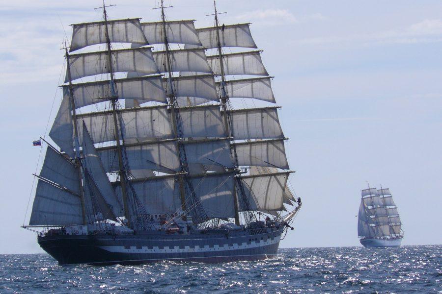 ships-701596_1920